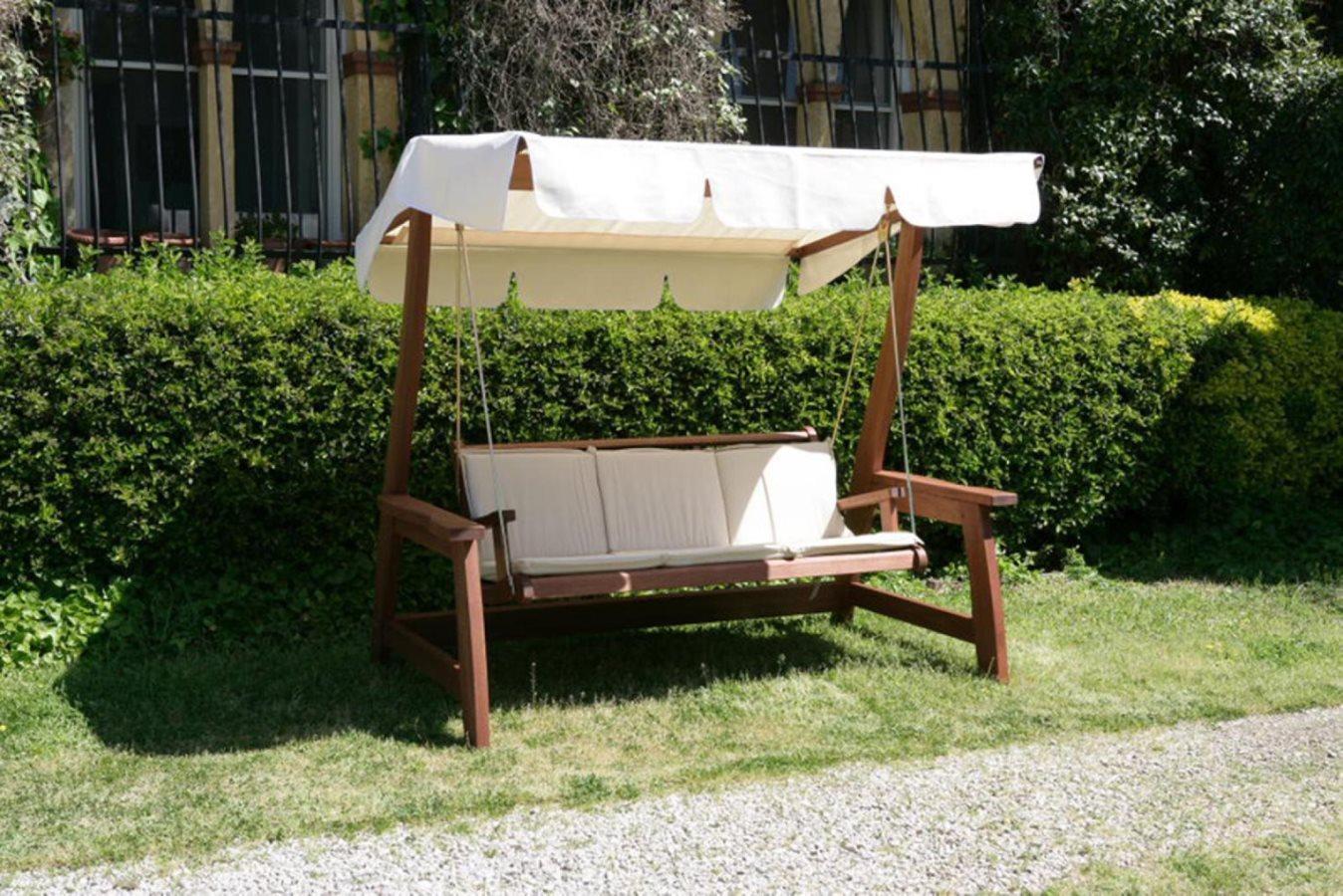 Dondolo da giardino 3 posti in legno meranti deluxe for Offerte giardino